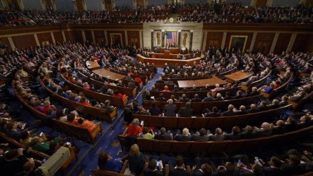 الرئيس باراك اوباما يقدم خطاب امام الكونغرس الامريكي بمجلسيه، 12 يناير 2016 (SAUL LOEB / AFP)