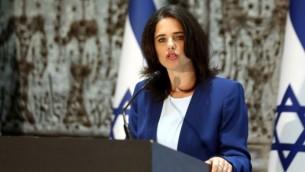 وزير العدل أييليت شاكيد تتحدث قي القدس خلال مراسم أداء اليمين القانونية لقضاة، 28 يوليو، 2016. (Yossi Zamir/Flash90/via JTA)