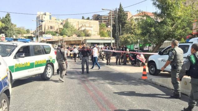 الشرطة تغلق المنطقة المحيطة بموقع هجوم إطلاق نار بالقرب من تلة الذخيرة في القدس، 9 أكتوبر، 2016. (الشرطة الإسرائيلية)