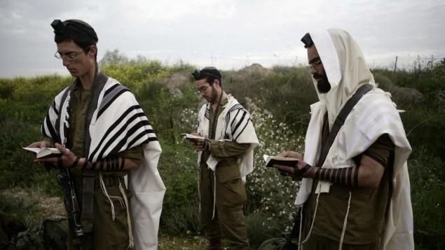 صورة لحنود من 'هناحال هحريدي'، كتيبة لليهود الحريديم في الجيش الإسرائيلي (Abir Sultan/Flash90, File)