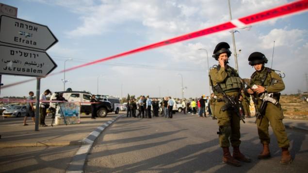 صورة توضيحية لجنود اسرائيليين بالقرب من مفرق عتصيون بالضفة الغربية، 20 اكتوبر 2015 (Yonatan Sindel/FLASH90)