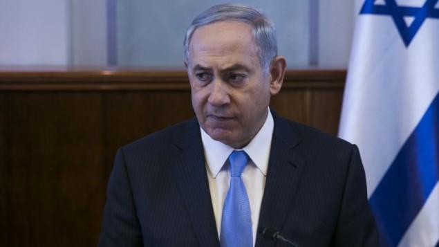 رئيس الوزراء بينيامين نتنياهو خلال مشاركته في الجلسة الأسبوعية للحكومة في مكتبه في القدس، 9 أكتوبر، 2016. (Ohad Zwigenberg/Pool)