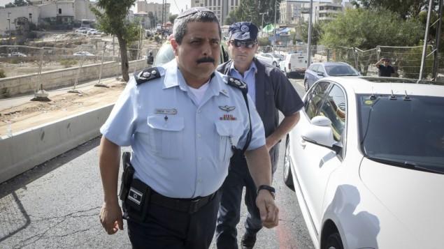 المفوض العام للشرطة روني الشيخ يصل إلى موقع الهجوم في حي الشيخ الجراح في القدس الشرقية، 9 أكتوبر، 2016. (Shlomi Cohen/Flash90)