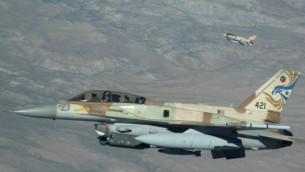 مقاتلة 'إف-16 آي' إسرائيلية خلال تدريبات في الولايات المتحدة في عام 2009. (Master Sgt. Kevin J. Gruenwald/US Department of Defense/Wikimedia)