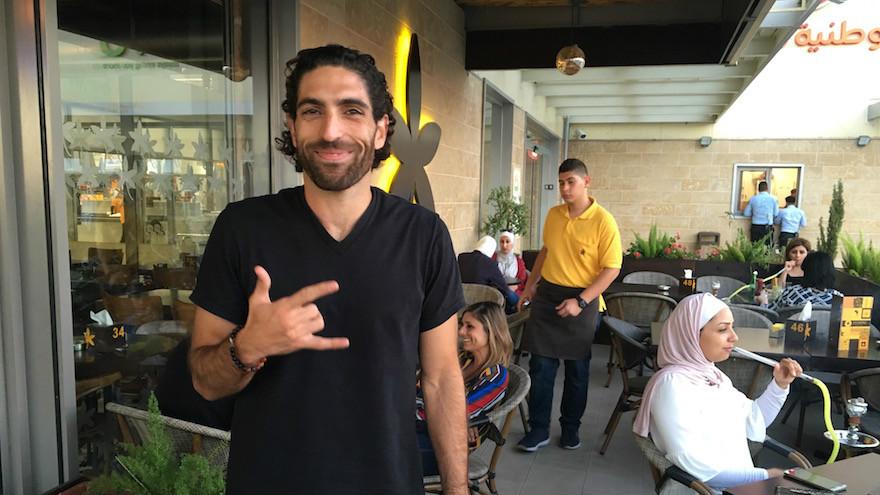 """مالك سلسلة مقاهي """"جاسمين""""، جون سعادة،  من أمام فرع السلسلة في مدينة نابلس بالضفة الغربية، 18 سبتمبر، 2016.  (Andrew Tobin)"""