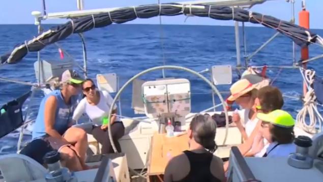 ناشطات على متن سفينة كانت متوجهة إلى غزة قبل إعتراضها يوم الأربعاء، 5 أكتوبر، 2016، من قبل البحرية الإسرائيلية. (Al Jazeera screenshot)