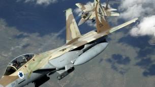 طائرتان إسرائيليتنا من طراز اف-15 آي 'راعام' خلال مناورات (CC BY-TSgt Kevin J. Gruenwald/USA/Wikimedia)