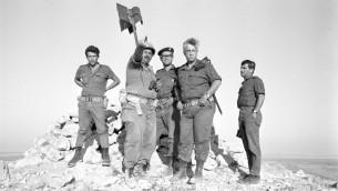 ارئيل شارون، اثناء قيادته لسلاح المدرعات في سيناء خلال حرب 1967 (Courtesy Israel Defense Force Archive)
