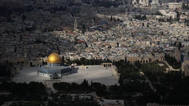 صورة تم إلتقاطها من الجو للحرم القدسي في 1 مارس، 2013. (Nati Shohat/Flash90)
