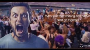 إعلان لشركة الخيارات الثنائية 'برايم سيلز' يتضمن صورة من 'ذئاب وول ستريت' (لقطة شاشة)