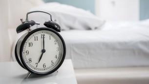 نظام التوقيت الصيفي (clock image via Shutterstock)