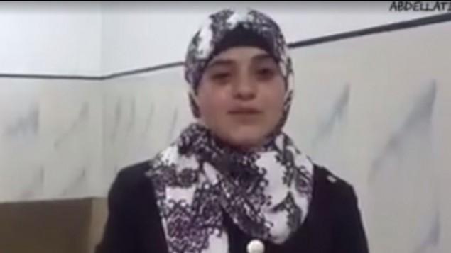 ابنة منفذ الهجوم في القدس الذي قتل إسرائيليين إثنين في شمال القدس قبل أن تقتله القوات الإسرائيلية في 9 أكتوبر، 2016. (لقطة شاشة YouTube)
