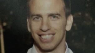 """الطيار في سلاح الجو الإسرائيلي الرائد أوهاد كوهين نوف، 34 عاما، الذي توفي الأربعاء، 5 أكتوبر، بعد أن قفزة من مقاتلة من طراز """"إف-16""""خلال محاولته الهبوط في قاعدة رامون الجوية جنوبي إسرائيل. (Courtesy)"""