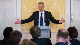 رئيس الوزراء البريطاني السابق توني بلاير خلال مؤتمر صحفي في لندن، 6 يوليو 2016 (Stefan Rousseau/Pool/AFP)