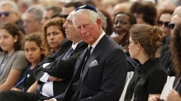 الامير تشارلز يشارك في جنازة الرئيس الإسرائيلي السابق شمعون بيرس في مقبرة جبل هرتسل في القدس، 30 سبتمبر 2016 (AFP PHOTO / POOL / ABIR SULTAN)