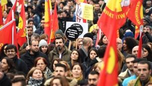نظاهرة موالية للاكراد في مدينة كولونيا الالمانية احتجاجا على سياسات الرئيس التركي رجب طيب اردوغان، 5 نوفمبر 2016 (PATRIK STOLLARZ / AFP)