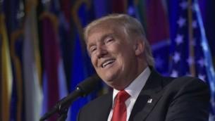 الرئيس الجمهوري المنتخب دونالد ترامب يدلي بخطاب خلال ليلة الإنتخابات في فندق 'نيويورك هيلتون ميدتاون' في مدينة نيويورك، 9 نوفمبر، 2016. (AFP/MANDEL NGAN)