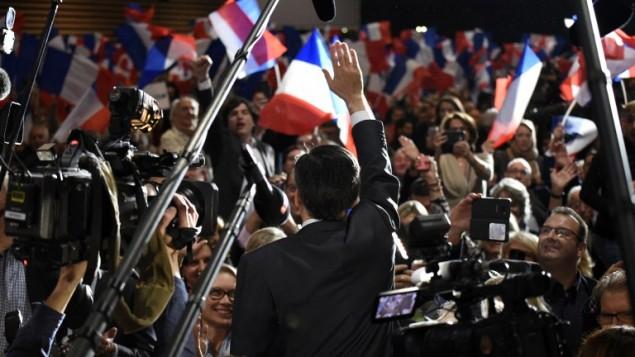 المرشح للانتخابات التمهيدية لليمين الفرنسي فرنسوا فيون، 22 نوفمبر 2016 (JEAN-PHILIPPE KSIAZEK / AFP)