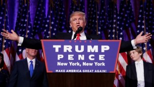 الرئيس الامريكي المنتخب دونالد ترامب يقدم خطاب انتصاره في ليلة الانتخابات في نيويورك، 9 نوفمبر 2016 (Chip Somodevilla/Getty Images/AFP)