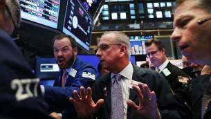 صورة توضيحية: بورصة وول ستريت في نيويورك بعد فوز ترامب بالانتخابات الرئاسية الامريكية، 9 نومفبر 2016 (Spencer Platt/Getty Images/AFP)