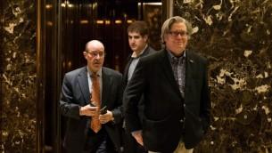 مدير حملة دونالد ترامب، ستيف بانون، يغادر برج ترامب في نيويورك، 11 نوفمبر 2016 (Drew Angerer/Getty Images/AFP)