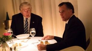 الرئيس الأمريكي المنتخب دونالد ترامب، من يسار الصورة، وميت رومني خلال وجبة عشاء في مطعم 'جان جورج'، 29 نوفمبر، 2016 في مدينة نيويورك. (Drew Angerer/Getty Images/AFP)