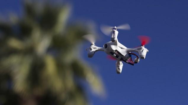 صورة توضيحية لطائرة بدون طيار تجارية (CC BY Andrew Turner, Flickr)
