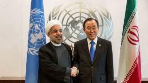 الرئيس الإيراني حسن روحاني، من اليسار، خلال لقاء مع الأمين العام للأمم المتحدة بان كي مون، على هامش الجمعية العامة للأمم المتحدة،26 سبتمبر، 2013. (Andrew Burton/Getty Images/JTA)