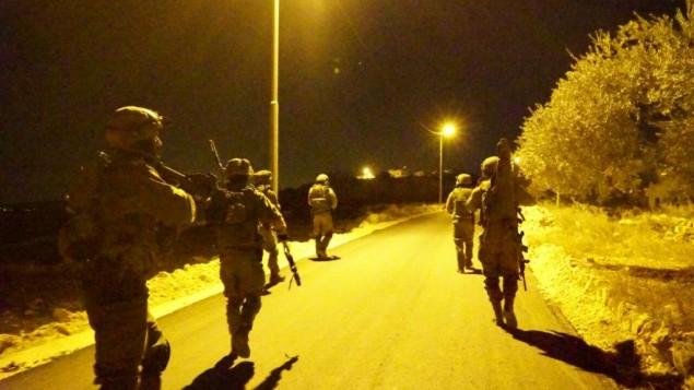 جنود إسرائيليون خلال عمليات ليليلة في الضفة الغربية، 27 نوفمبر، 2016. (IDF Spokesman)