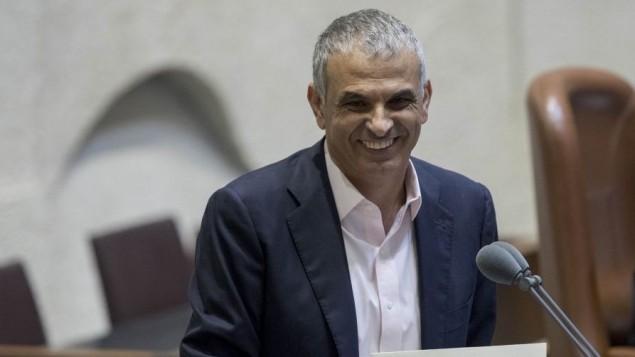 وزير المالية موشيه كحلون يقدم الميزانية لعام 2016-2017 امام الكنيست، 2 نوفمبر 2016 (Yonatan Sindel/Flash90)