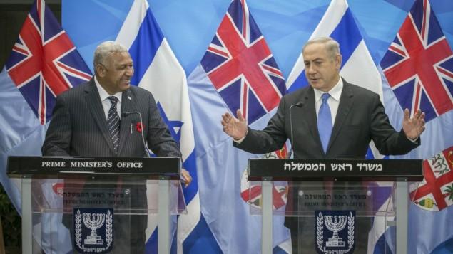 رئيس الوزراء بينيامين نتنياهو مع رئيس وزراء فيجي جوسايا فوريك باينماراما,  في القدس، 7 نوفمبر، 2016. (Ohad Zwigenberg)