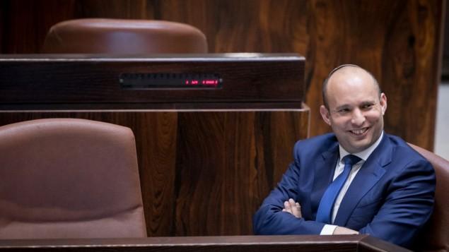وزير التعليم نفتالي بينيت خلال جلسة في الكنيست، 16 نوفمبر، 2016. (Yonatan Sindel/Flash90)