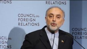 رئيس منظمة الطاقة الذرية الإيرانية علي أكبر صالحي يتحدث امام لجنة العلاقات الخارجية في نيويورك، اكتوبر 2012 (CFR screenshot)