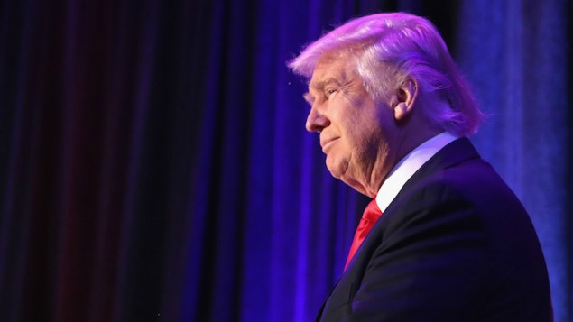 الرئيس المنتخب دونالد ترامب قبل خطاب انتصاره في نيويورك، 9 نوفمبر 2016 (Joe Raedle/Getty Images via JTA)