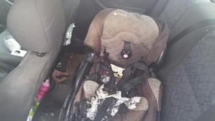 المقعد المتفحم لطفلة تبلغ من العمر ثلاثة أعوام  أصيبت بجروح متوسطة بعد إلقاء فلسطينيين زجاجة حارقة. (IDF)