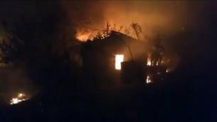 حريق في بلدة بيت مئير الجبلية، غربي القدس، 25 نوفمبر 2016 (YouTube screen capture)