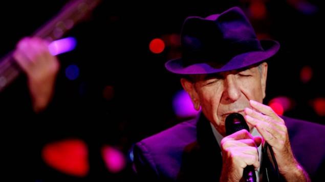 ليونارد كوهين خلال حفل غنائي في رمات غان، إسرائيل، 24 سبتمبر، 2009. (Marko / Flash90)