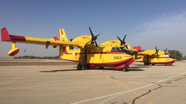 طائرات اطفاء من اليونان تصل اسرائيل للمساعدة في اخماد الحرائق في انحاء ابلاد، 24 نوفمبر 2016 (Courtesy: Ministry of Public Security)