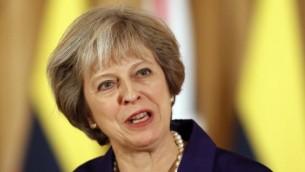 رئيسة الوزراء البريطانية تيريزا ماي في تصريح للإعلام في '10 داوننغ ستريت' في لندن، 2 نوفمبر، 2016. (AFP/POOL/Kirsty Wigglesworth)