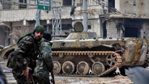 قوات النظام السوري في مدينة حلب الشمالية المحاصرة، 14 ديسمبر 2016 (GEORGE OURFALIAN / AFP)
