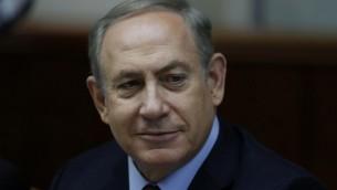 رئيس الوزراء بنيامين نتنياهو يترأس جلسة الحكومة الاسبوعية في مكتبه في القدس، 18 ديسمبر 2016 (AFP PHOTO / POOL / AMIR COHEN)