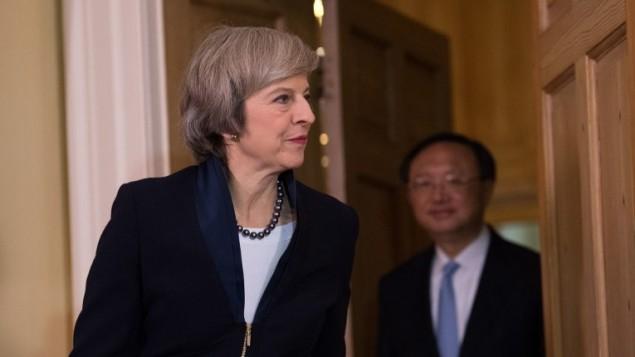 رئيسة وزراء بريطانيا تيريزا ماي في مقر الحكومة البريطانية في لندن، 20 ديسمبر 2016 (AFP PHOTO / POOL / Carl Court)