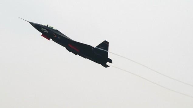 طائرة قتالية صينية من طراز 'جي-31'، 11 نوفمبر 2016 (JOHANNES EISELE / AFP)