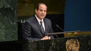 الرئيس المصري عبد الفتاح السيسي خلال كلمة له أمام الجمعية العامة للأمم المتحدة في نيويورك، 25 سبتمبر، 2015.(AFP PHOTO/DOMINICK REUTER)