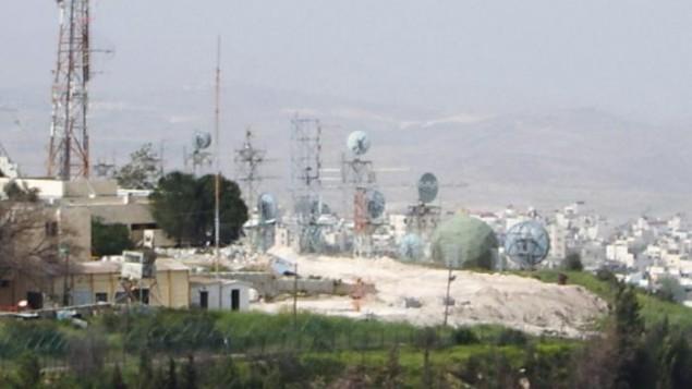 قاعدة 'أوفريت' العسكرية القريبة من الجامعة العبرية في هار هتسوفيم في القدس. (John832/Wikimapia)