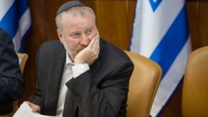النائب العام أفيحاي ماندلبليت قي القدس، 5 يوليو، 2015. (Emil Salman/POOL)