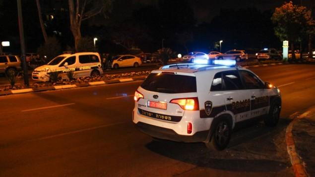 صورة توضيحية لسيارة شرطة في ساحة جريمة. (Moti Karelitz/Flash90)