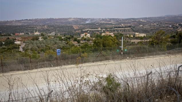 صورة للبنان من الجانب الإسرائيلي من الحدود، 10 نوفمبر، 2016. (Doron Horowitz/FLASH90)