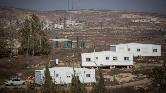 صورة لبؤرة عامونا الإستيطانية في الضفة الغربية، 28 نوفمبر، 2016. (Hadas Parush/Flash90)