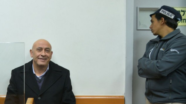 باسل غطاس من القائمة العربية المشتركة في محكمة الصلح في ريشون لتسيون خلال جلسة لتمديد اعتقاله، 23 ديسمبر 2016 (Avi Dishi/Flash90)